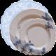 Blonda-celeste-con-platos-flores-azules-DeFiestaEnCasa