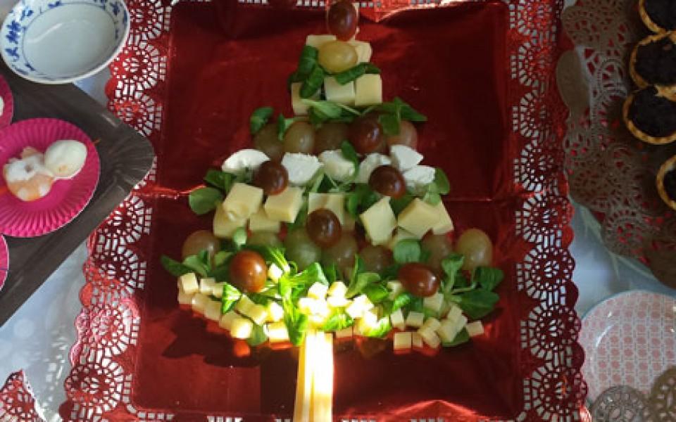 Centro de Navidad con uvas y queso