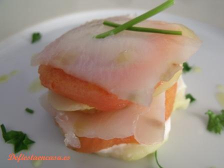 milhojas_de_patata_tomate-y_bacalao_ahumado_1_de_fiesta_en_casa