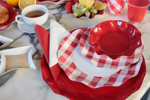 Combinación de platos rojos - DeFiestaEnCasa