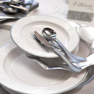 Presentación con plato blanco con filo plata - DeFiestaEnCasa