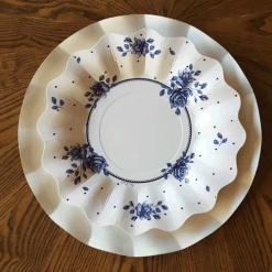 bajo plato blanco con plato rosa inglesa